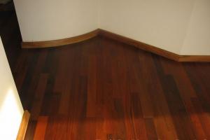 Deska lita   drewno lapacho lakierowana   Zielone Osiedle II Chyby