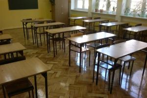 Renowacja parkietu w salach lekcyjnych w liceum