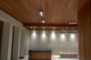Rezydenja Czerniejewo podłogo i sufity z drewna teakowego, wykonanie obudowy jakuzzi