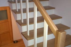 Schody - zerwanie starych i montaż nowych